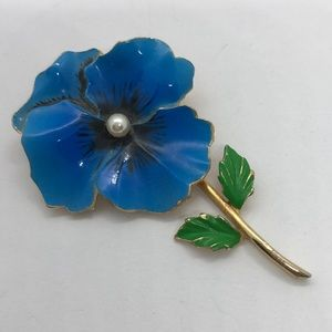 VTG Gorgeous Pansy Brooch In blue with faux pearl
